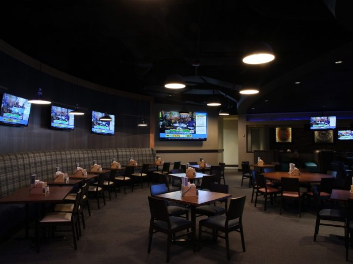 Booths Tables Chairs And Tv Screens At Winning Streaks In Harrah S North Kansas City