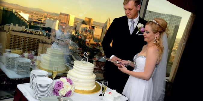 Planet Hollywood Las Vegas Wedding Celebrations Bride And Groom Cutting Cake