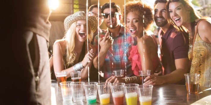 Harrahs-Las Vegas-Nightlife-Carnaval-Court-1