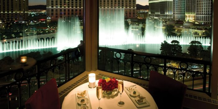 eiffel tower restaurant paris las vegas
