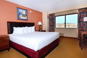 Harrahs-Laughlin-Room-Standard-Room-North Tower Deluxe King-1