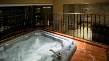 Planet-Hollywood Resort & Casino-Room-Suite-bay-whirlpool-8